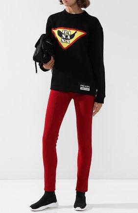 Однотонные брюки с эластичным поясом и логотипом бренда Prada красные | Фото №1
