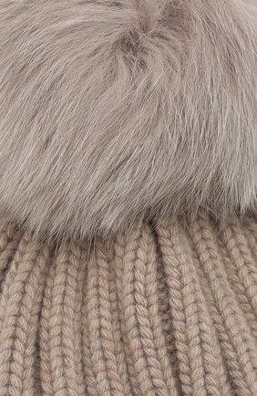 Шапка фактурной вязки с меховым помпоном   Фото №3