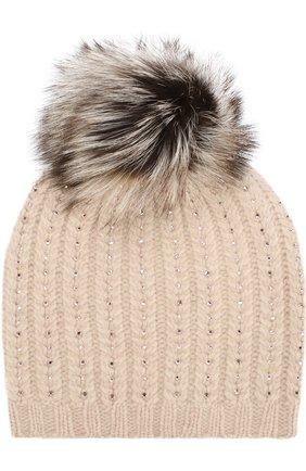 Кашемировая шапка с меховым помпоном и отделкой стразами William Sharp светло-бежевого цвета | Фото №1
