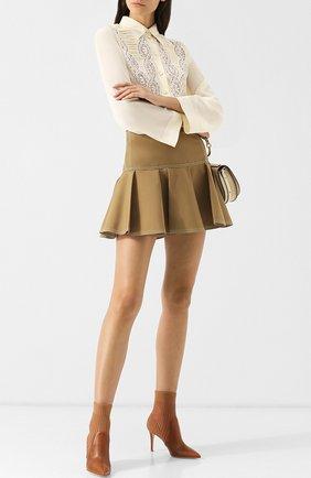 Однотонная мини-юбка с контрастной прострочкой | Фото №2