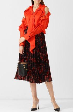 Женская однотонная блуза с открытыми плечами и оборками By Malene Birger, цвет коралловый, арт. Q62305015/PALLERN0 в ЦУМ   Фото №1