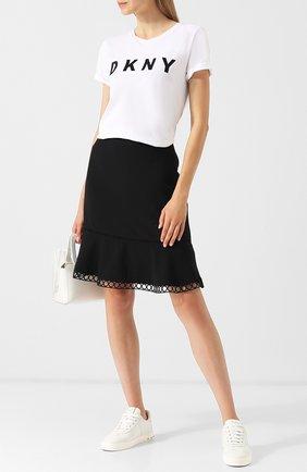 Однотонная мини-юбка с оборкой DKNY черная | Фото №1