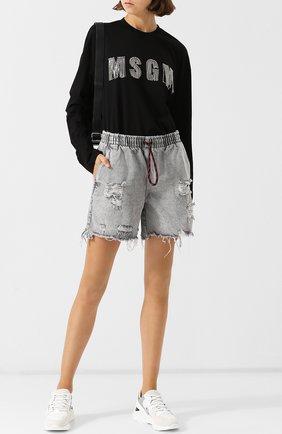 Джинсовые шорты с потертостями и эластичным поясом Denim X Alexander Wang светло-серые | Фото №1
