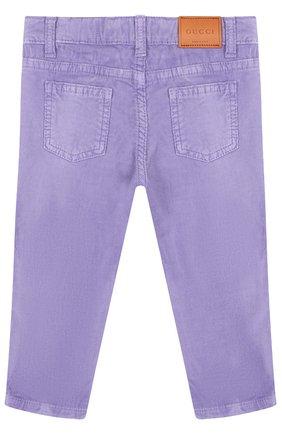 Детские вельветовые брюки с аппликацией GUCCI сиреневого цвета, арт. 527555/XBF06   Фото 2