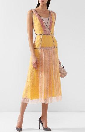 Приталенное платье-миди с кружевной отделкой Bottega Veneta желтое | Фото №1