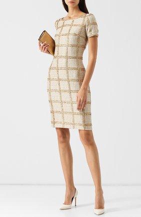 Приталенное вязаное платье в клетку St. John золотое | Фото №1
