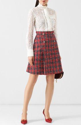 Женская хлопковая кружевная блуза с оборками и воротником-стойкой  Chloé, цвет белый, арт. CHC18AHT42413 в ЦУМ   Фото №1