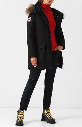 Женская парка с накладными карманами и меховой отделкой ARCTIC EXPLORER черного цвета, арт. CHILL_BLK_W | Фото 2