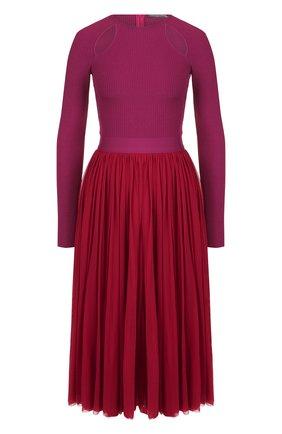 Приталенное платье-миди с декоративными разрезами Alexander McQueen малиновое   Фото №1