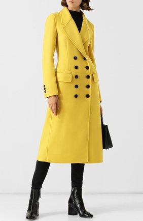 Двубортное кашемировое пальто с контрастными пуговицами Burberry желтого цвета   Фото №1