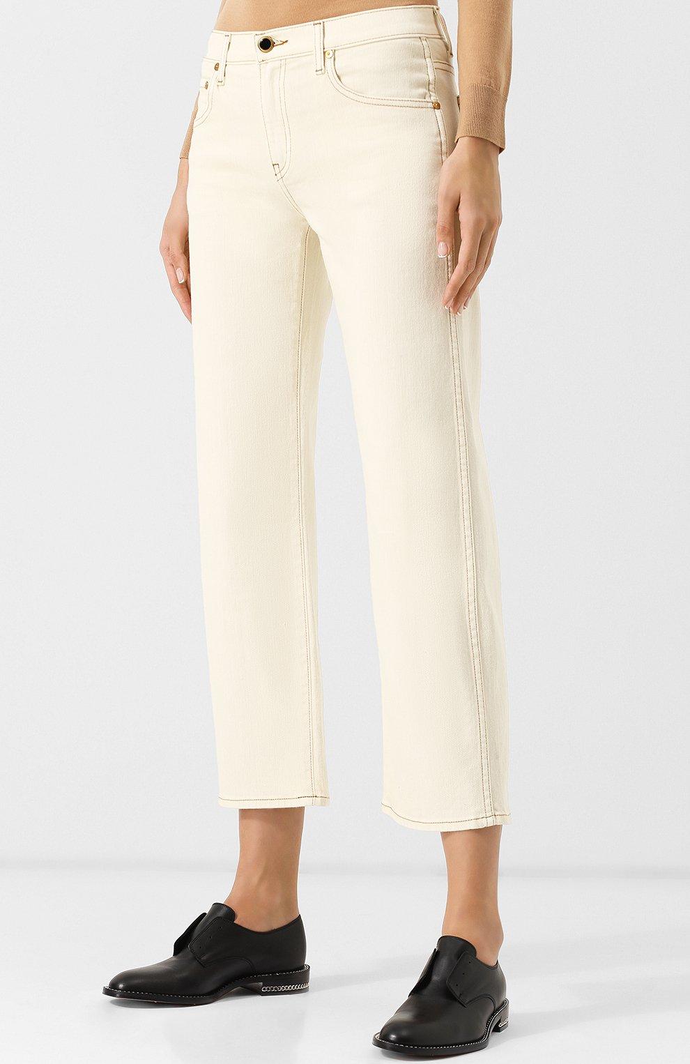 Укороченные джинсы с контрастной прострочкой | Фото №3