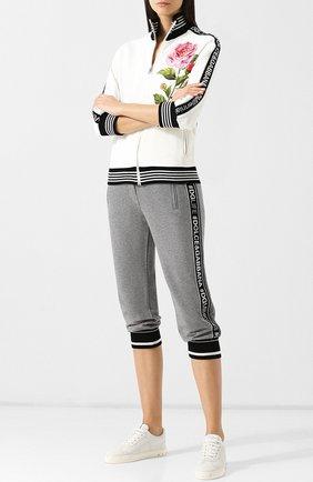 Женские укороченные хлопковые брюки с логотипом бренда DOLCE & GABBANA серого цвета, арт. FTA7ST/FU7DU | Фото 2