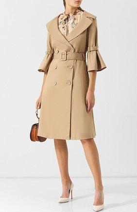 Двубортное хлопковое пальто с поясом Alice + Olivia бежевого цвета   Фото №1