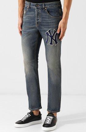 Мужские джинсы прямого кроя с потертостями GUCCI темно-синего цвета, арт. 408637/XRC83   Фото 3