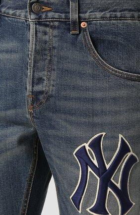 Мужские джинсы прямого кроя с потертостями GUCCI темно-синего цвета, арт. 408637/XRC83   Фото 5