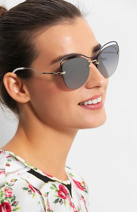 Женские солнцезащитные очки MIU MIU черного цвета, арт. 50TS-UE63A0 | Фото 2