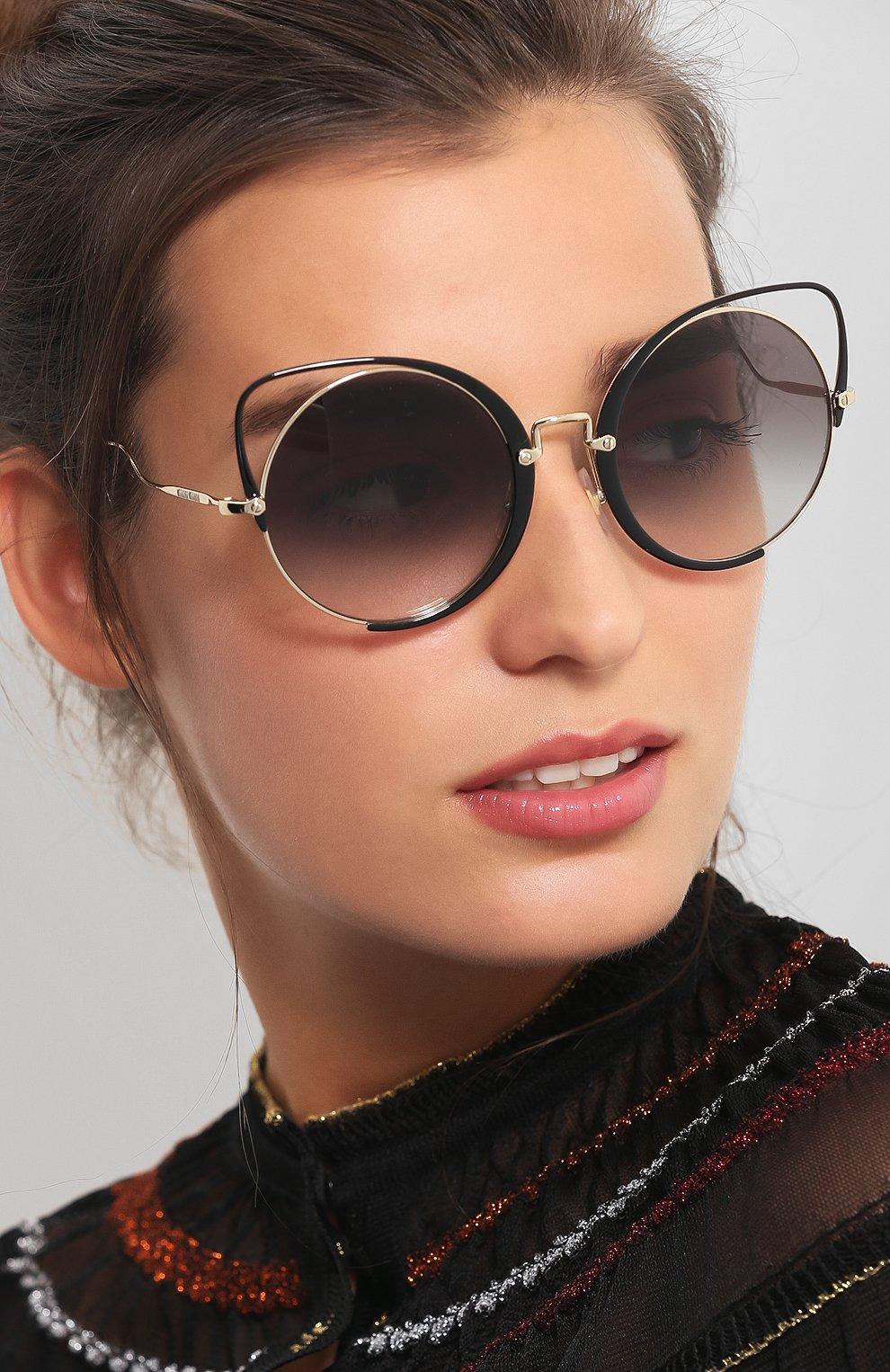 Женские солнцезащитные очки MIU MIU черного цвета, арт. 51TS-1AB0A7 | Фото 2
