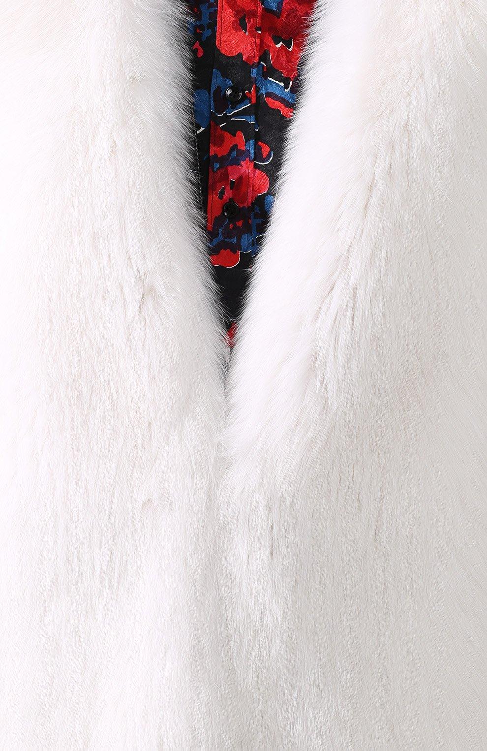 Шуба из меха лисы с V-образным вырезом | Фото №5