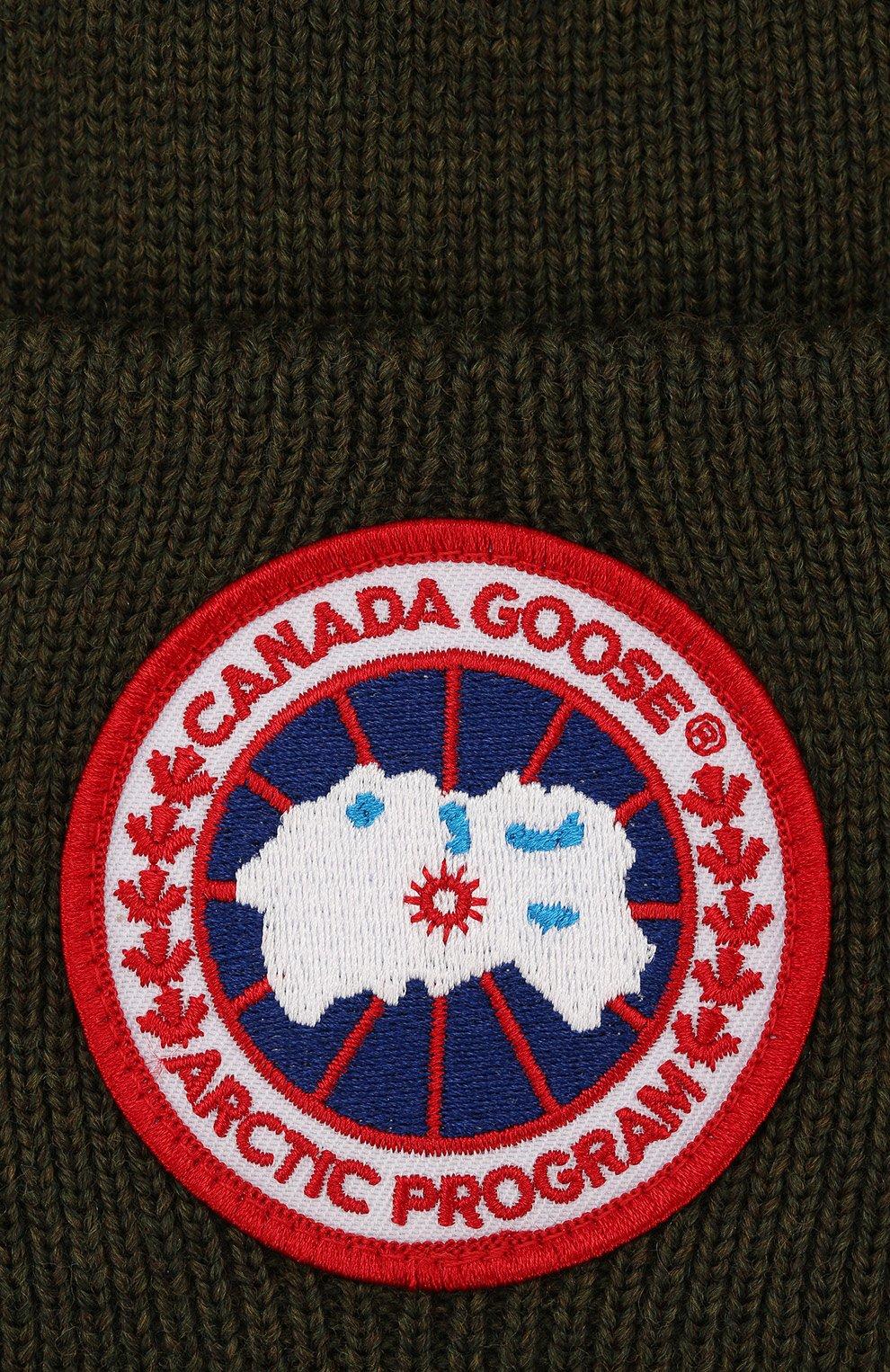 Шерстяная вязаная шапка с логотипом бренда Canada Goose хаки цвета | Фото №3