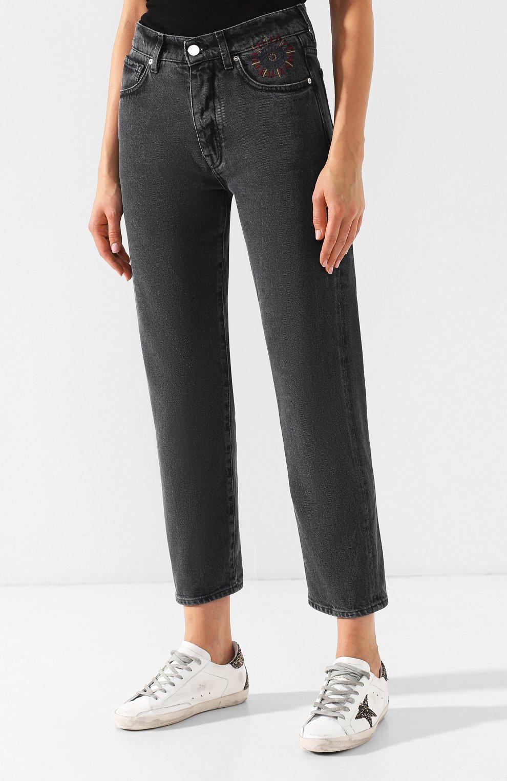 Укороченные джинсы с потертостями Two Women In The World серые | Фото №3