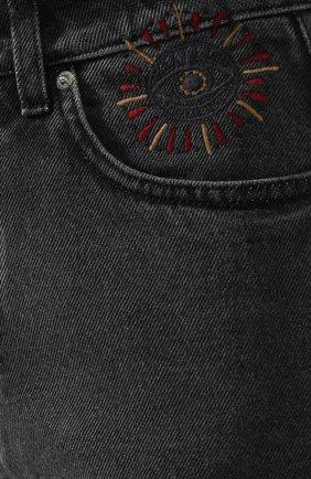 Укороченные джинсы с потертостями   Фото №5