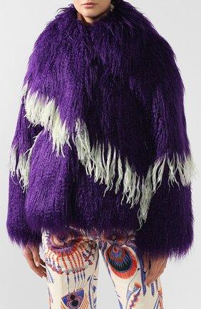 Меховое пальто с контрастными перьями | Фото №3
