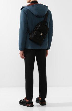 Мужской текстильный рюкзак на одно плечо PRADA черного цвета, арт. 2VZ013-973-F0002-OOO | Фото 2