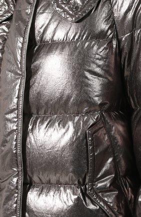 Стеганый пуховик с меховой отделкой капюшона | Фото №5