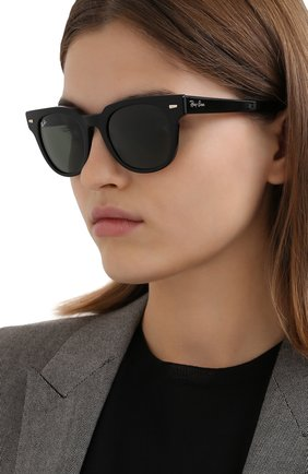 Женские солнцезащитные очки RAY-BAN черного цвета, арт. 2168-901/31 | Фото 2