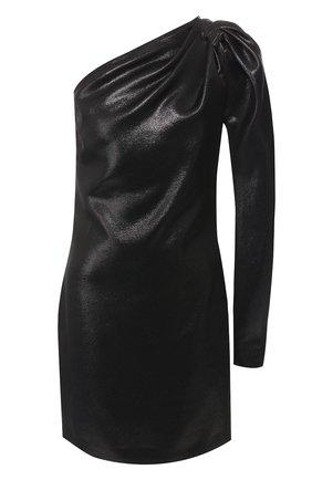 Платье на одно плечо | Фото №1