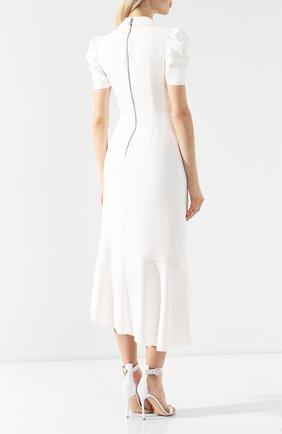 Платье с оборкой Alice + Olivia белое | Фото №4