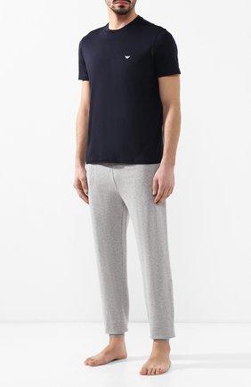 Мужская хлопковая футболка  EMPORIO ARMANI темно-синего цвета, арт. 8N1D61/1JNQZ | Фото 2 (Материал внешний: Хлопок; Длина (для топов): Стандартные; Рукава: Короткие; Мужское Кросс-КТ: Футболка-одежда; Принт: Без принта; Стили: Кэжуэл)
