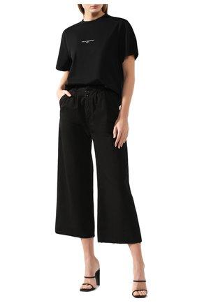 Женская хлопковая футболка STELLA MCCARTNEY черного цвета, арт. 511240/SMW21 | Фото 2 (Материал внешний: Хлопок; Рукава: Короткие; Длина (для топов): Стандартные; Силуэт Ж (для верхов): Приталенный; Статус проверки: Проверена категория; Женское Кросс-КТ: Футболка-одежда; Стили: Кэжуэл; Принт: С принтом)
