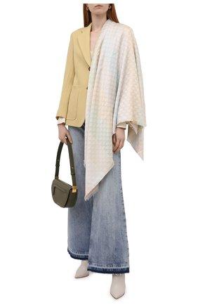 Женский платок из смеси шерсти и шелка GUCCI кремвого цвета, арт. 558274/3GC46 | Фото 2 (Материал: Текстиль, Вискоза)