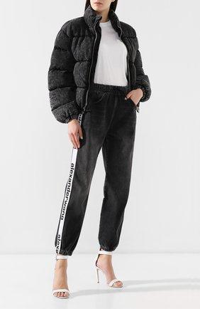 Женские джинсы с лампасами DENIM X ALEXANDER WANG темно-серого цвета, арт. 4D994391CF | Фото 2