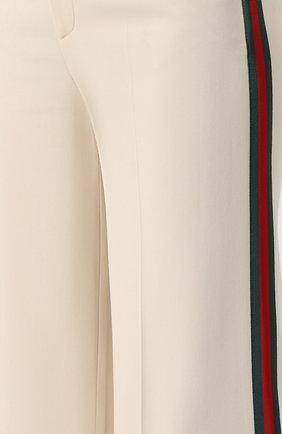 Укороченные брюки с лампасами Gucci кремовые | Фото №5