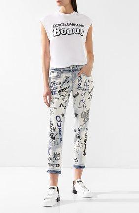 Женские джинсы с декоративными нашивками DOLCE & GABBANA голубого цвета, арт. FTAIAZ/G8AR3 | Фото 2