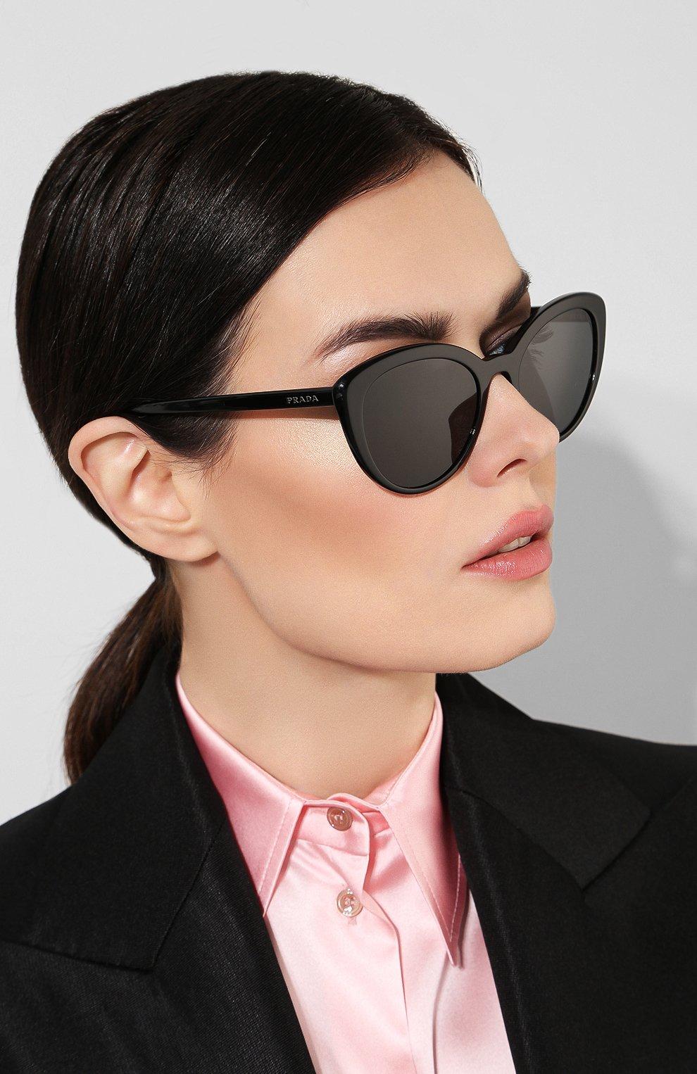Женские солнцезащитные очки PRADA черного цвета, арт. 02VS-1AB5S0 | Фото 2