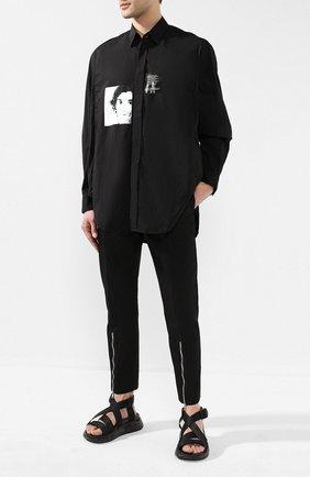 Мужской хлопковые брюки ALEXANDER MCQUEEN черного цвета, арт. 557130/QMS11 | Фото 2