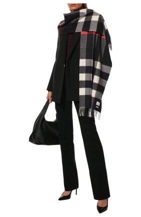 Женский кашемировый шарф BURBERRY черно-белого цвета, арт. 8015553   Фото 2 (Материал: Кашемир, Шерсть; Статус проверки: Проверено)