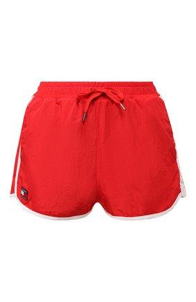 Женские шорты TOMMY HILFIGER красного цвета, арт. DW0DW07025 | Фото 1 (Женское Кросс-КТ: Шорты-спорт; Материал внешний: Синтетический материал; Статус проверки: Проверена категория; Длина Ж (юбки, платья, шорты): Мини; Кросс-КТ: Спорт)