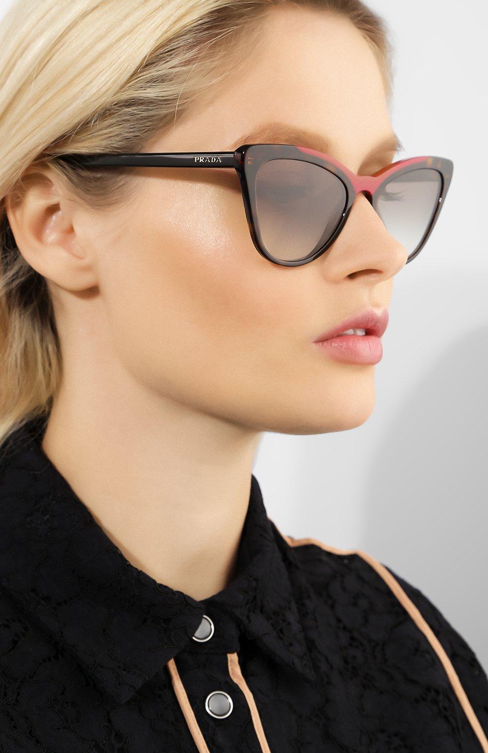 Женские солнцезащитные очки PRADA коричневого цвета, арт. 01VS-3200A7 | Фото 2