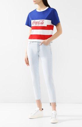Женская хлопковая футболка TOMMY HILFIGER синего цвета, арт. DW0DW06930 | Фото 2 (Материал внешний: Хлопок; Длина (для топов): Стандартные; Рукава: Короткие; Статус проверки: Проверена категория; Женское Кросс-КТ: Футболка-одежда; Стили: Кэжуэл; Принт: С принтом)