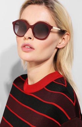 Женские солнцезащитные очки DOLCE & GABBANA бордового цвета, арт. 4358-30918G | Фото 2 (Статус проверки: Проверена категория, Проверено; Тип очков: С/з; Оптика Гендер: оптика-женское; Очки форма: Круглые)