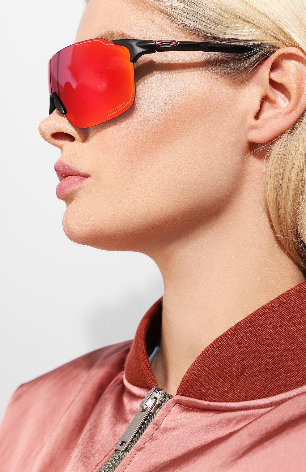 Женские солнцезащитные очки OAKLEY красного цвета, арт. 9386-938605 | Фото 2