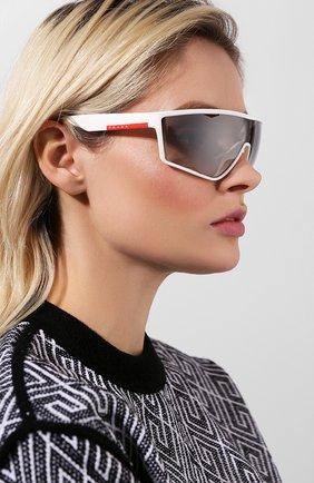Женские солнцезащитные очки PRADA LINEA ROSSA белого цвета, арт. 09US-TWK500 | Фото 2