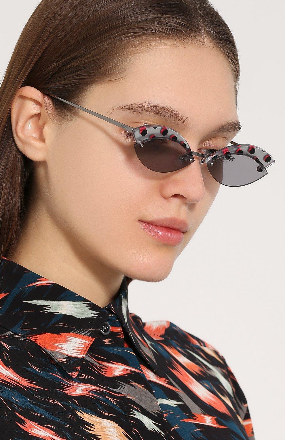 Солнцезащитные очки Fendi серые | Фото №2