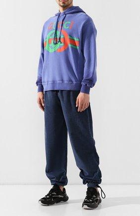 Мужские джинсы GUCCI синего цвета, арт. 572616/XDAKY | Фото 2