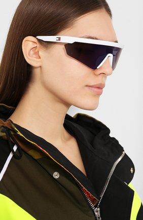 Женские солнцезащитные очки TOMMY HILFIGER белого цвета, арт. 1666 VK6 | Фото 2 (Статус проверки: Проверена категория, Проверено; Тип очков: С/з; Очки форма: Маска; Оптика Гендер: оптика-унисекс)